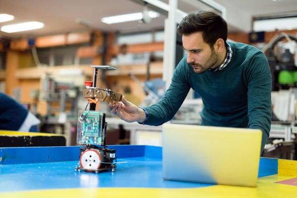 trabajo-ingenieros-ingeniero-electronico