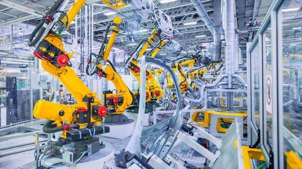 Ejemplo de automatización industrial en el sector del automóvil: cadena de montaje