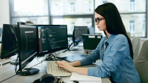 programadora-lenguajes-mas-usados-2020